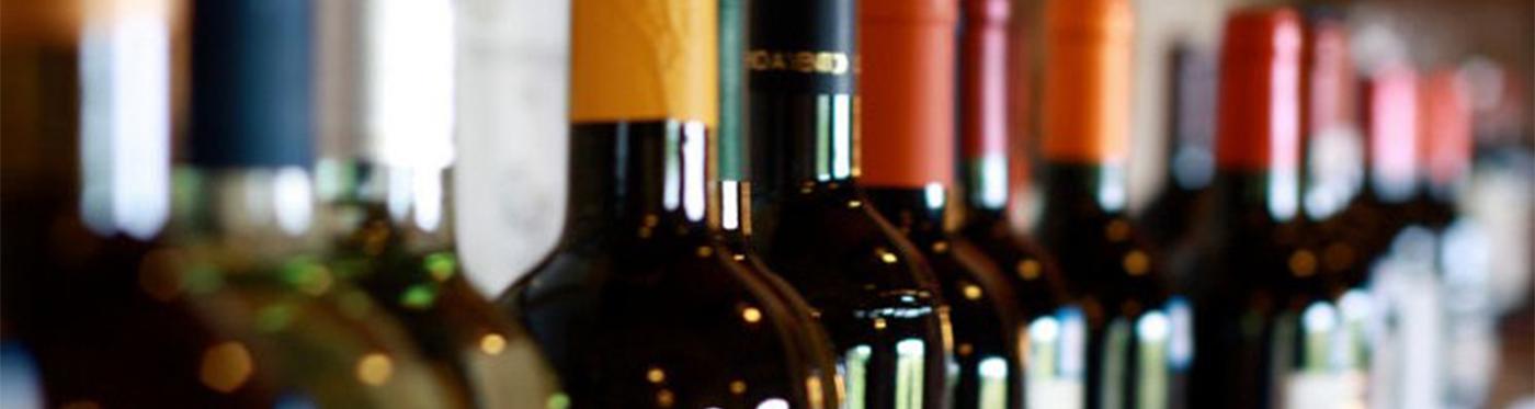 Marijt Schaab catering schenkt bijpassende wijnen die de smaak versterken